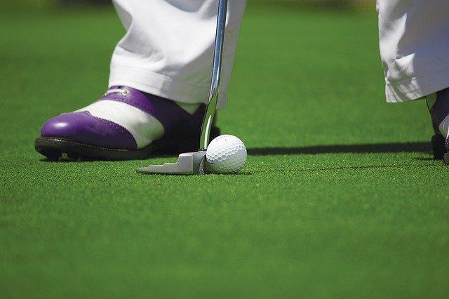 Kij golfowy typu putter
