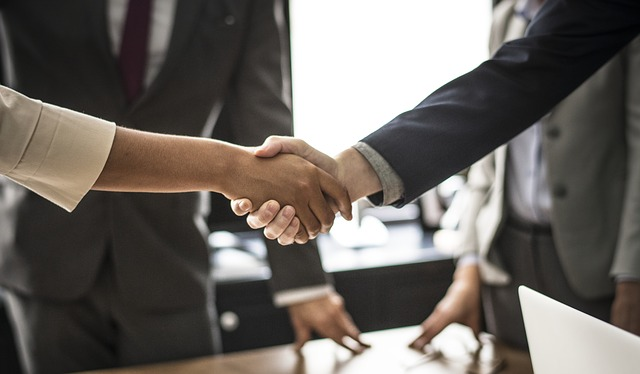Jak przeprowadzać efektywne negocjacje? Szkolenia negocjacje