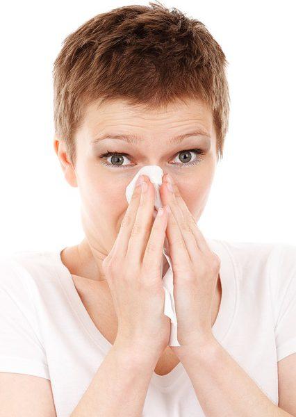 Jak sobie radzić z nieżytem nosa? Najlepsze inhalacje na katar!