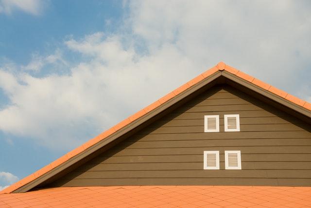 Czym wykończyć okap, czyli jaką podbitkę dachową wybrać?