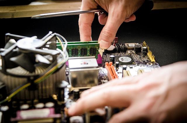Czy naprawa płyty głównej w laptopie jest opłacalna?