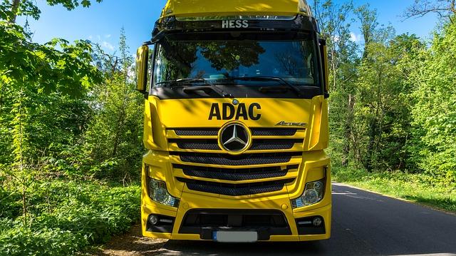 Jak zorganizować przewóz ładunków niebezpiecznych? Poradnik transportowy