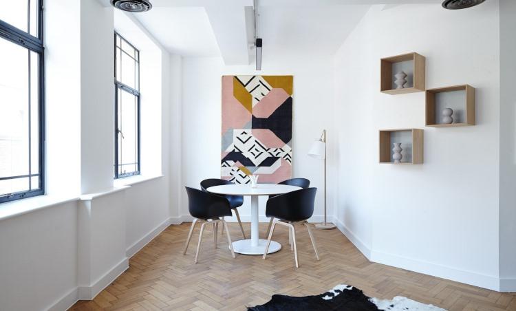 Przytulne domy: znaczenie projektowania sufitów