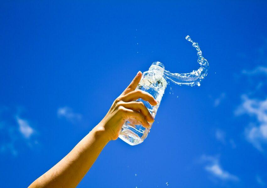 Dystrybutor wody w domu na lato