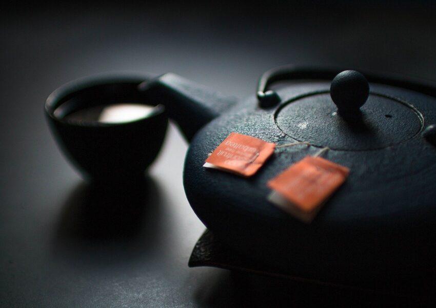 Czy warto regularnie odkamieniać czajnik?